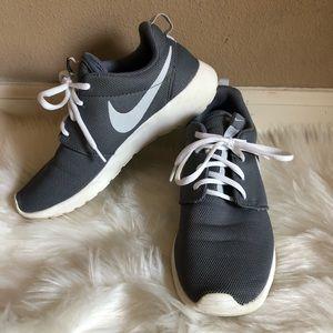 Reposh Womens Nike Gray Roshe Size 8